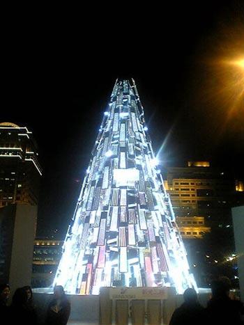 9 Splendid Christmas Trees Around World