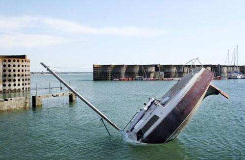 Sinking Yacht Design