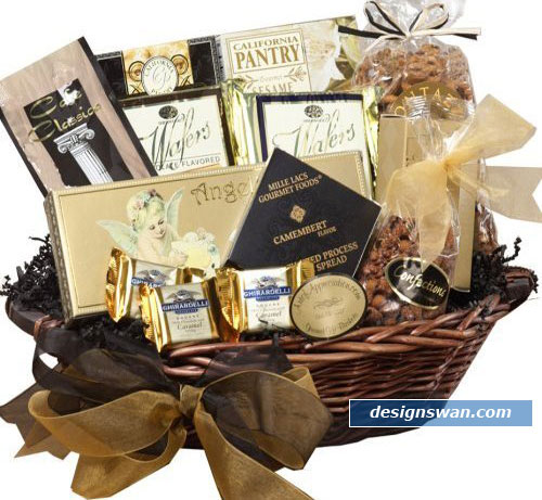20 Beautiful Gift Baskets for Christmas