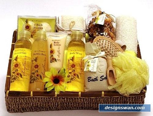 20 Beautiful Gift Baskets For Christmas Design Swan