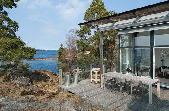 Amazing Secluded Home Standing on Mesmerizing Island