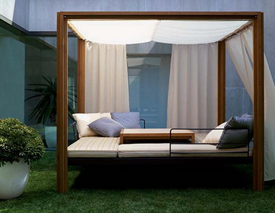 19 Beautiful Outdoor Canopy Beds