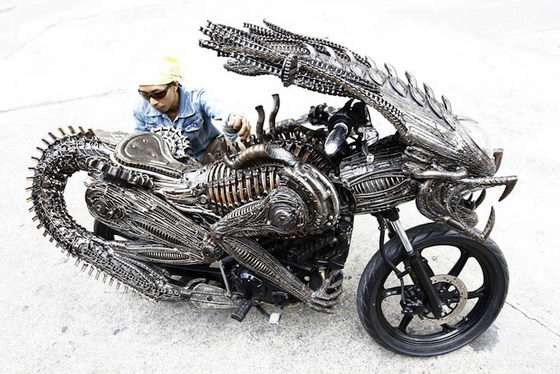 Stunning Alien Predator Themed Motorcycle