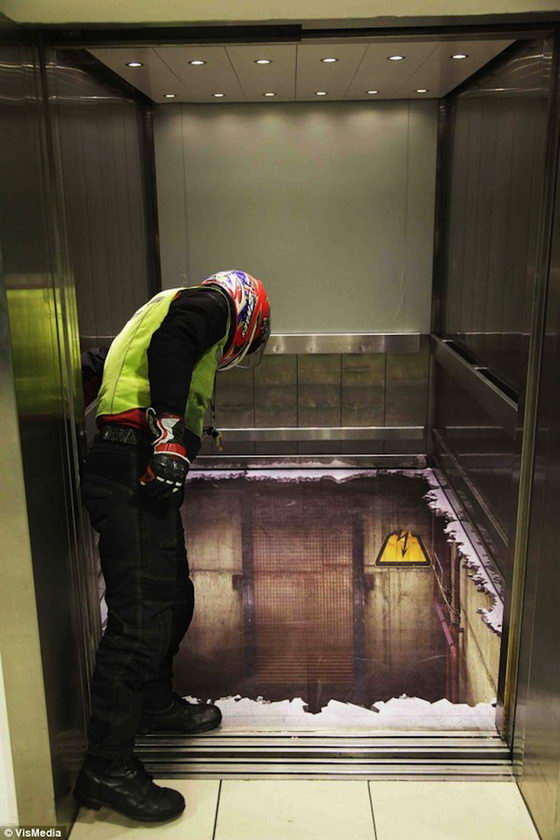 Bottomless Elevator? Amazing Optical Illusion Elevator in London
