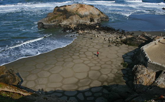 Stunning Sand Painting Art by Andres Amador