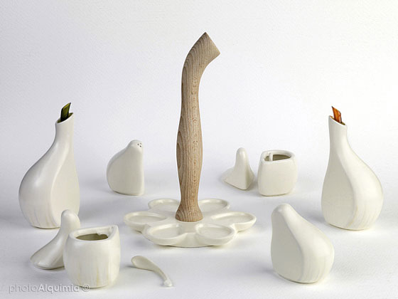 AJORÍ: Elegant Cruet Design Inspired by the Form of Garlic