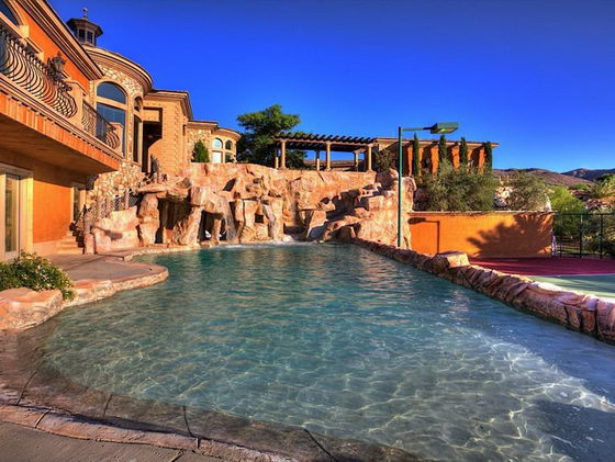 Spectacular Mansion with its own backyard WATER PARK
