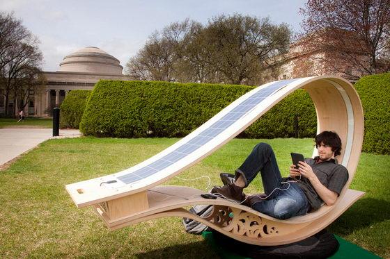 Soft Rocker: Solar Powered Sun Lounge Chair