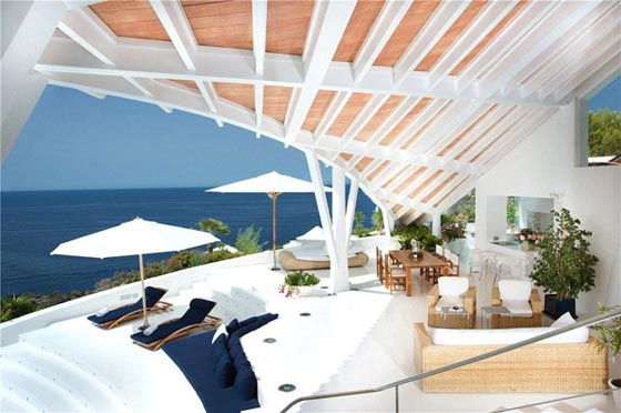 Fascinating Holiday Villa with Spectacular Sea Views
