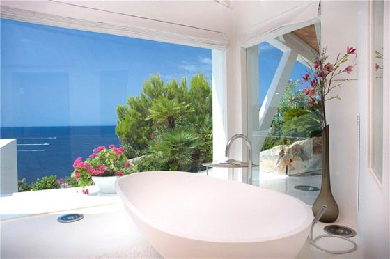 Fascinating Holiday Villa with Spectacular Sea Views