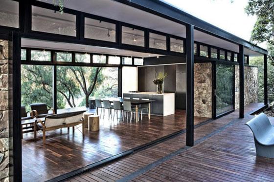 Westcliff Pavilion: Gorgeous Home Boasts a Floating Stone Wall