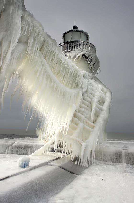 Stunning Photograph of Frozen Lighthouses by Thomas Zakowski