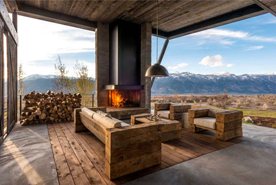 Luxurious Mountain House with Charming and Rustic look