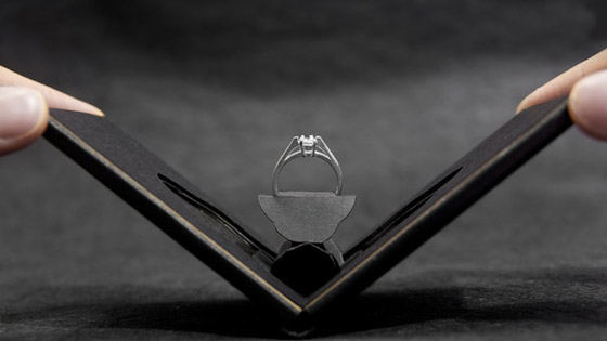 Clifton: Unique Engagement Ring Case Presents Ring Like a Blooming Flower