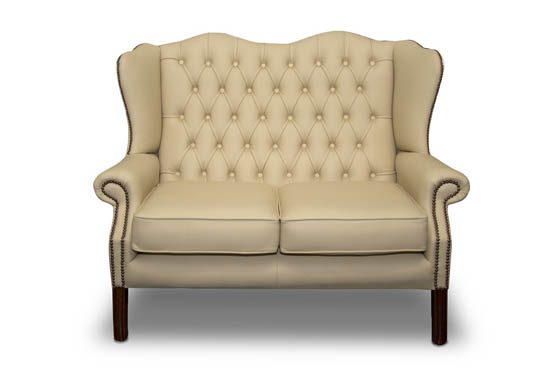 Decorating your living room with a Chesterfield sofa