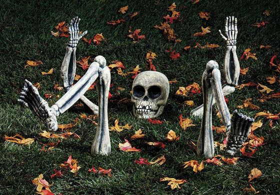 10 Cool Outdoor Halloween Decorations