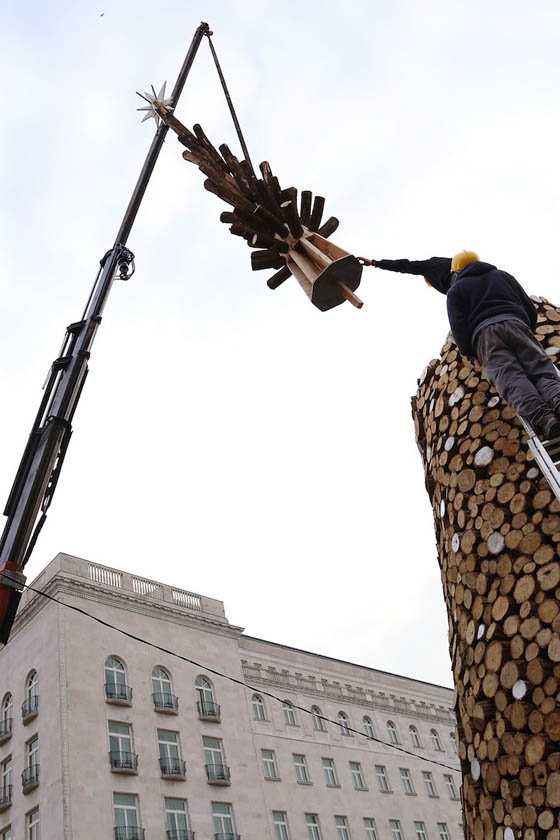 Christmas Tree Made of 15,000 Kilograms of Firewood to be Donated after Christmas