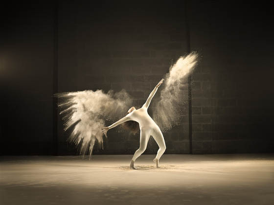 Stunning Photos of Acrobatic Dancer Leap and Twirl Amid Dynamic Clouds of Powder