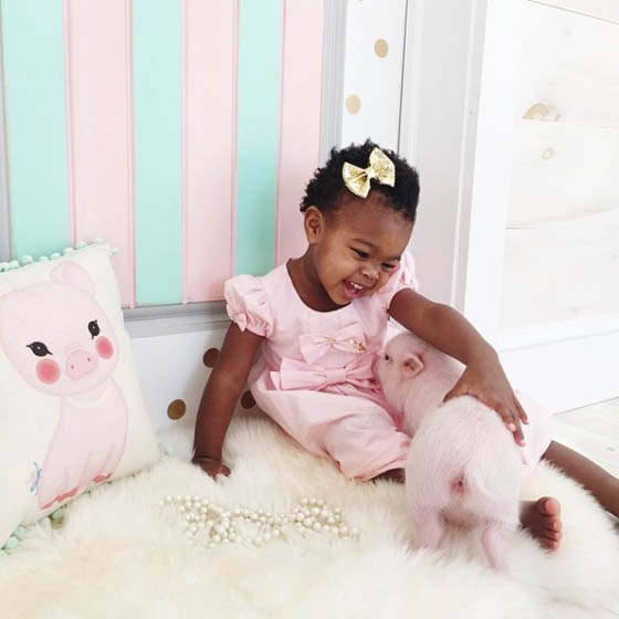 Heart Warming Photography of A 2-Year-Old Girl and Her 3-Month-Old Piglet
