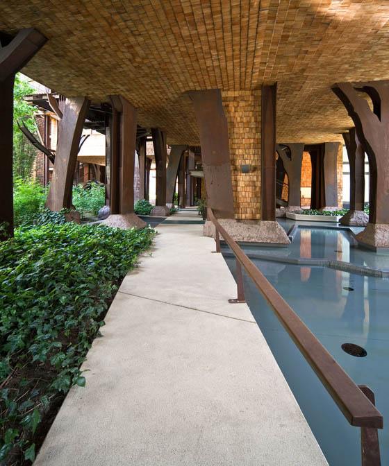 A multi story urban treehouse in turin italy design swan for Casa design torino