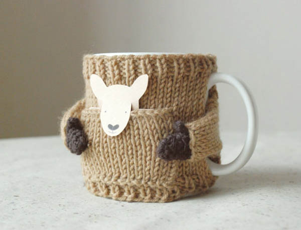 Cute Little Hand-knitted Sweater for Your Mugs