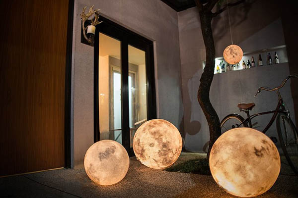 Luna: The Artistic Lamp Brings Moon Along With You
