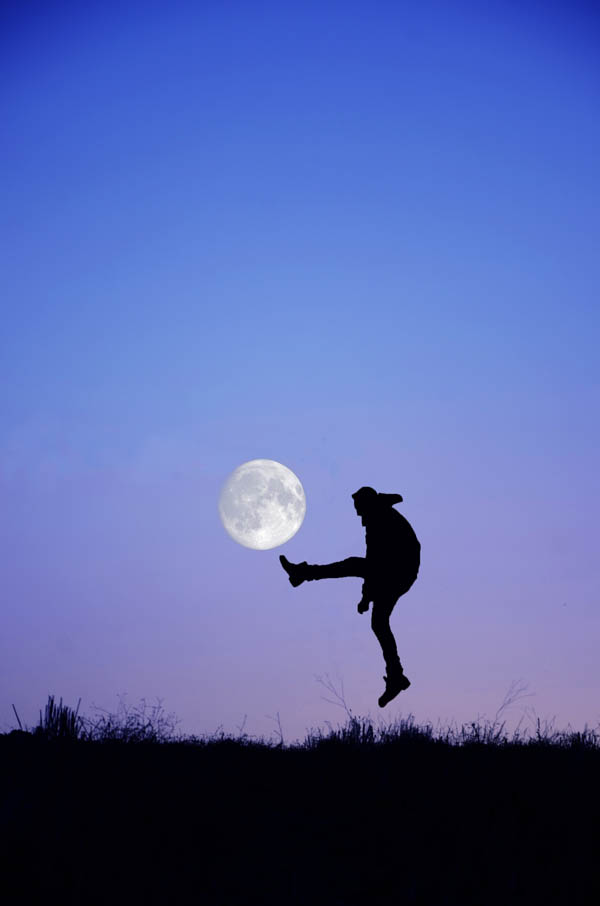 Perfectly Timed Photos Of The Moon