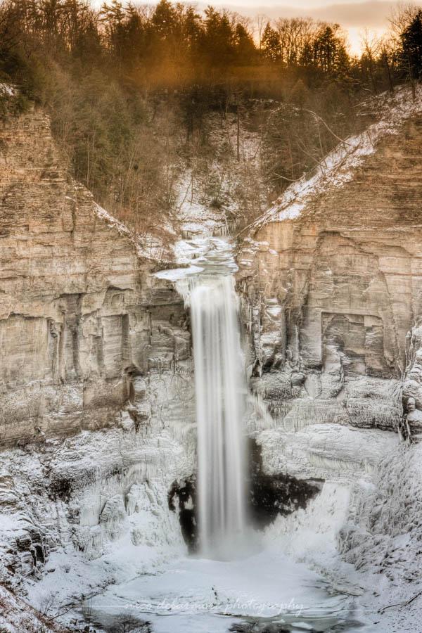 20 Magnificent Photos of Frozen Waterfalls