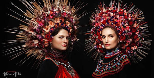 Stunning Portraits of Women and Girls Wearing Traditional Ukrainian Crowns