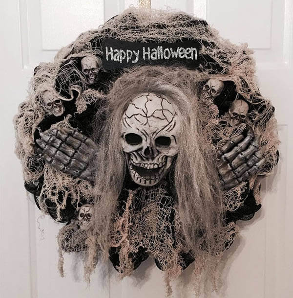 30 Creepily Awesome Halloween Wreaths Meet All Your Need