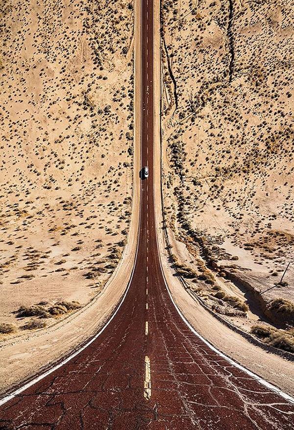 Flatland: Visual Confusion Images by Aydın Büyüktaş