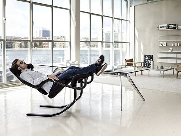 Gravity Balans: The Zero-Gravity Kneeling Chair Meets All Work, Pleasure and Relaxing Needs