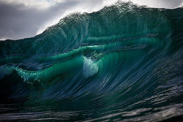 Stunning Photos of Dazzling Curvature of Waves Right as They Break