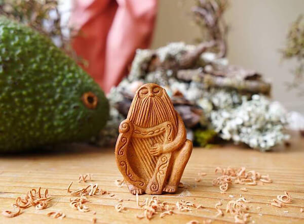 Miniature Sculptures Carved Out of Avocado Pit