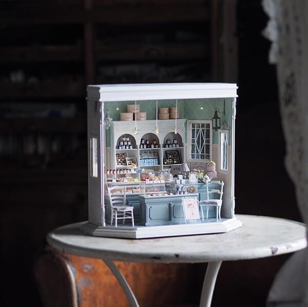 Impressive Handcraft Miniature Antique Dollhouse Furniture