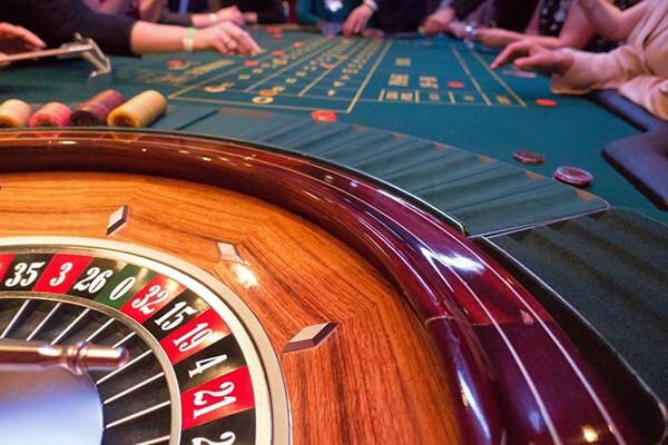 Throw a Lavish Casino-Themed Wedding