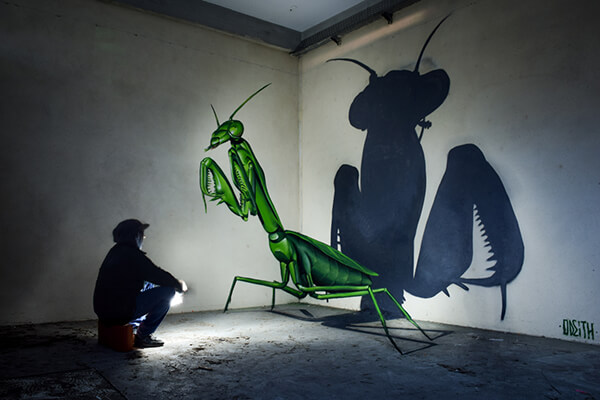 Attention! Giant Insects Invade!