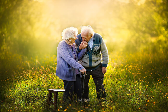 Heartwarming Photos of Undying Love of Elderly Couples