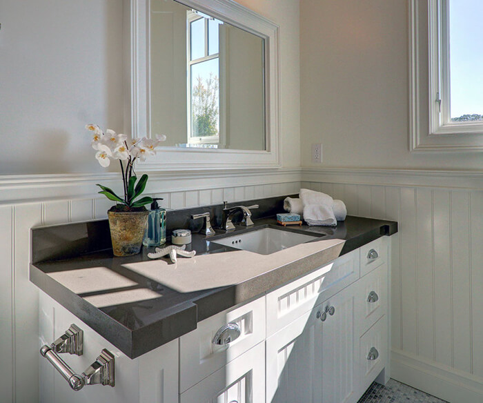 6 Advantages of Using Quartz Countertops in Your Bathroom